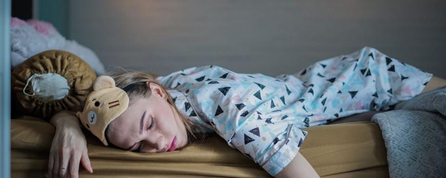 Ini Manfaat Tidur Pakai Piyama di Malam Hari yang Perlu Kamu Tahu