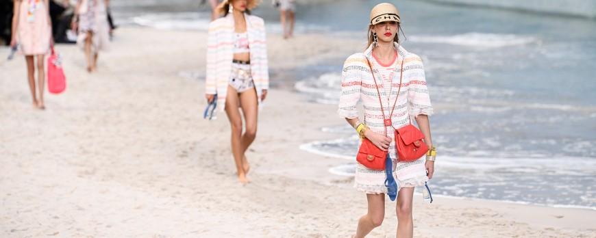 Fashion Show Chanel yang Unik dan Kreatif dengan Suasana Pantai