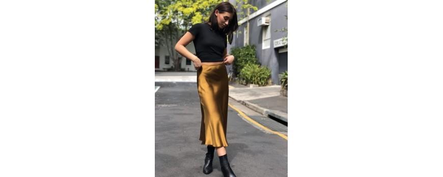 Slip Skirt yang Wajib Kamu Jadikan Trend Mode Tahun Ini